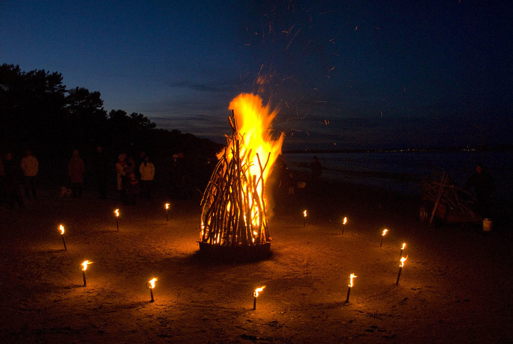 Osterfeuer in BINZ am Strand