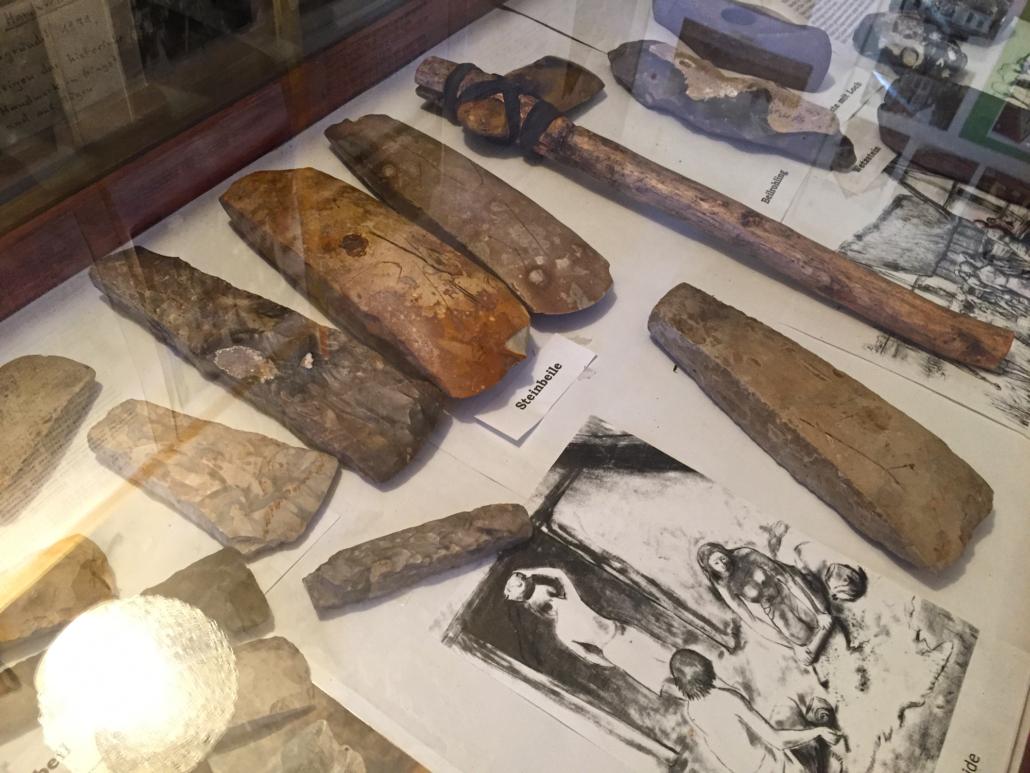 Steinbeile im Gingst Museum
