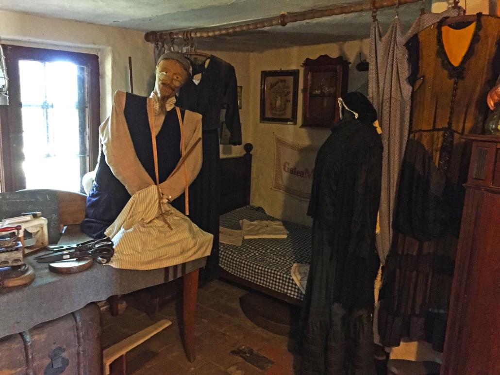 Gingst Museum: Kleidung aus alten Zeiten