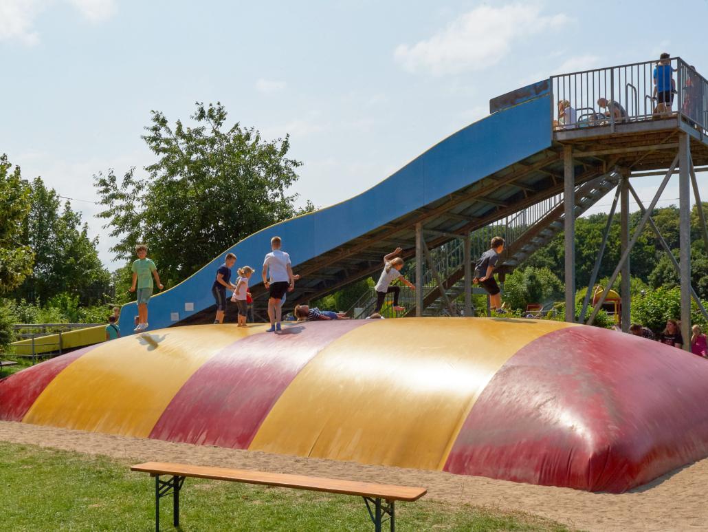 Hüpfen im Rügenpark Gingst