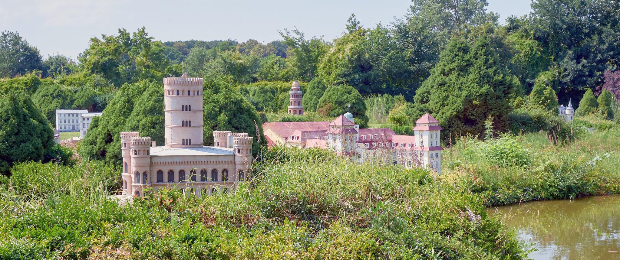 Der Rügenpark Gingst präsentiert u.a. eine Nachbildung der Insel Rügen mit alle ihren Sehenswürdigkeiten.