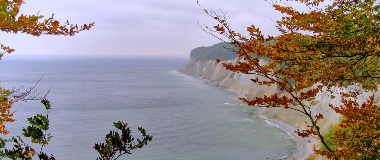 Malerisch präsentiert sich die Kreideküste auf Rügen im Herbst